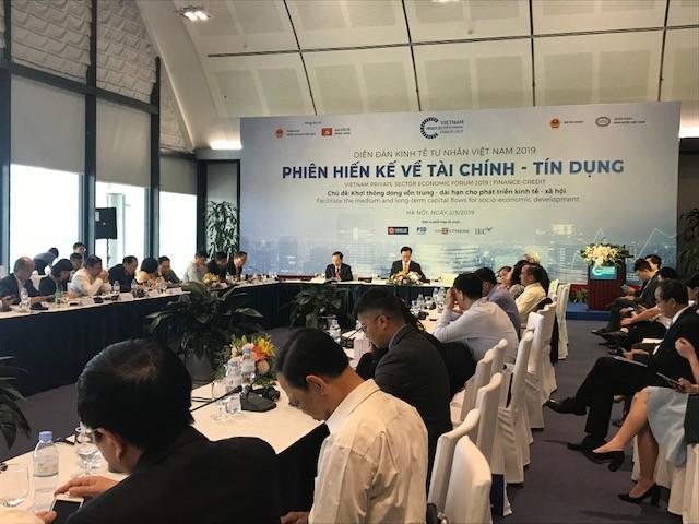 Phiên thảo luận về tài chính - tín dụng trong khuôn khổ Diễn đàn Kinh tế tư nhân Việt Nam 2019