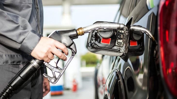 Giá xăng dầu giảm mạnh là một trong những nguyên nhân khiến CPI tháng 4 giảm so với tháng trước