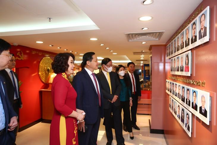 Phó Thủ tướng Chính phủ Lê Minh Khái thăm quan Nhà truyền thống của Tổng cục Thống kê nhân dịp Kỷ niệm 75 năm ngày thành lập ngành Thống kê (06/5/1946 - 06/5/2021) Ảnh Lê Tiên