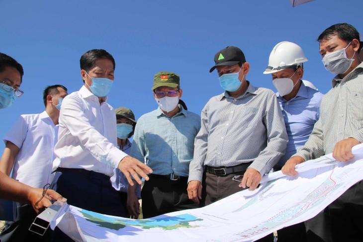 Trưởng Ban Kinh tế Trung ương Trần Tuấn Anh thị sát Khu kinh tế Vân Phong (Khánh Hòa)