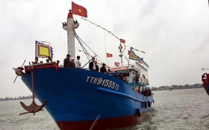 Tàu cá vỏ thép số đăng ký TTH-91555-TS trong ngày hạ thủy cuối năm 2017