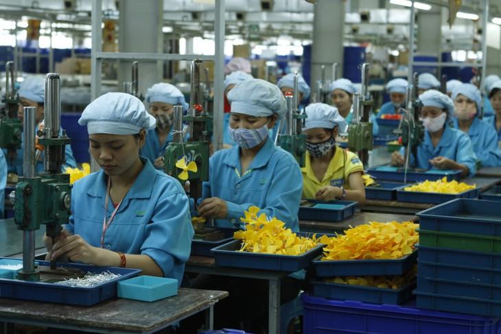 Chính phủ yêu cầu từng bộ, ngành, địa phương kịp thời tháo gỡ khó khăn, tạo thuận lợi cho phát triển sản xuất, kinh doanh. Ảnh: Lê Tiên