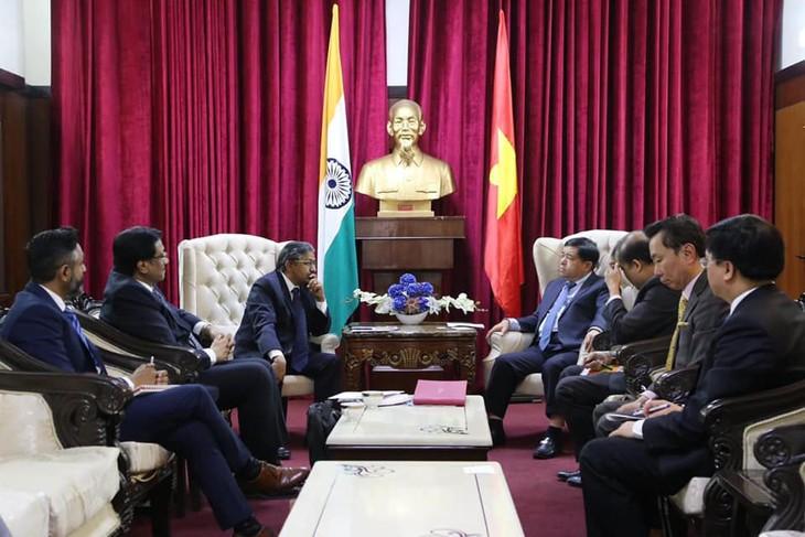 Đoàn công tác Việt Nam do Bộ trưởng Bộ Kế hoạch và Đầu tư Nguyễn Chí Dũng dẫn đầu thăm và làm việc tại Ấn Độ. Ảnh: Hồng Vân