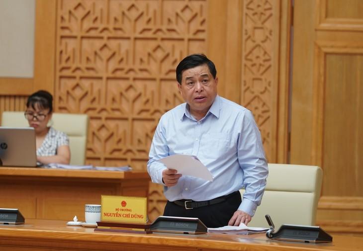 Bộ trưởng Bộ Kế hoạch và Đầu tư Nguyễn Chí Dũng phát biểu tại phiên họp. - Ảnh: VGP