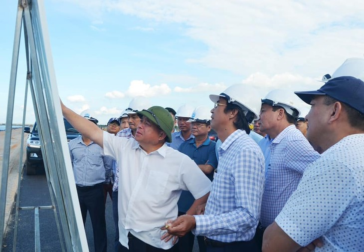 Bộ trưởng Nguyễn Chí Dũng và đoàn công tác thị sát Khu kinh tế mở Chu Lai