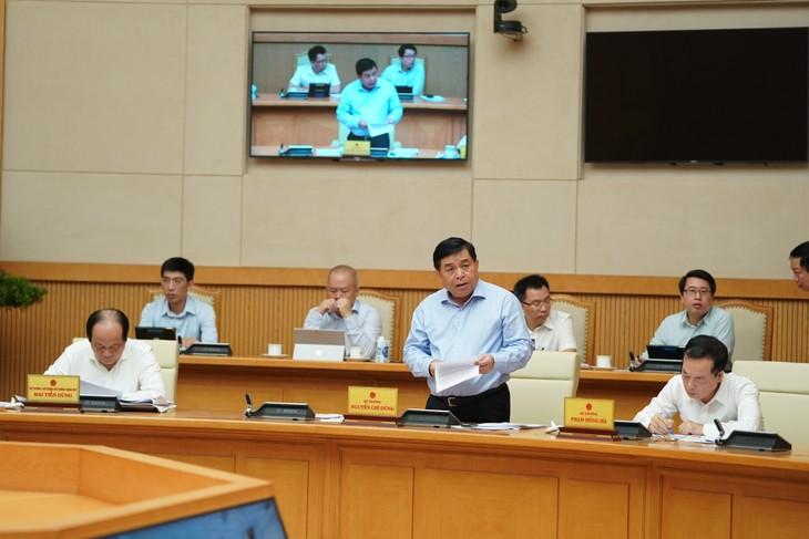 Bộ trưởng Bộ KH&ĐT Nguyễn Chí Dũng báo cáo tại Hội nghị. Ảnh: VGP