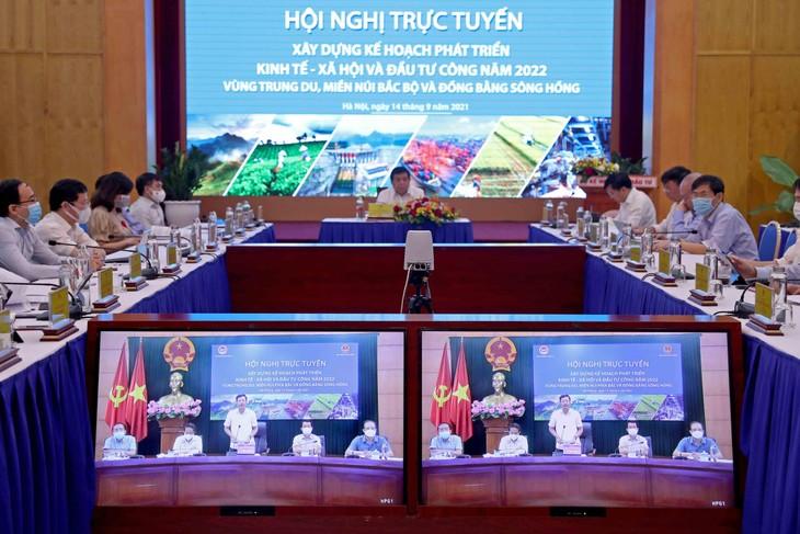 Hội nghị trực tuyến xây dựng kế hoạch phát triển kinh tế - xã hội và kế hoạch đầu tư công năm 2022 vùng Trung du, miền núi phía Bắc và vùng Đồng bằng Sông Hồng. Ảnh: Đức Trung