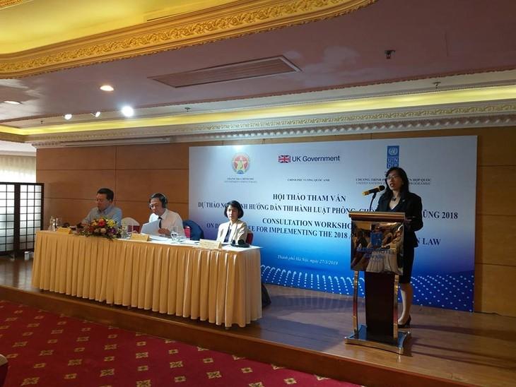 TS. Catherine Phương, Trợ lý Trưởng đại diện thường trú UNDP Việt Nam chia sẻ kinh nghiệm quốc tế về PCTN. Ảnh Bích Thủy