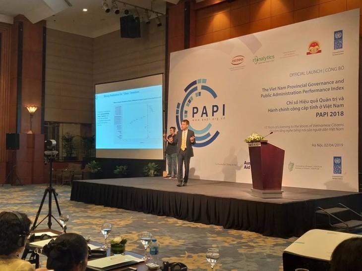 TS. Pau Schuler, đại diện Nhóm nghiên cứu PAPI 2018 công bố kết quả nghiên cứu. Ảnh Bích Thủy