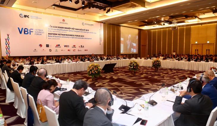 Diễn đàn Doanh nghiệp Việt Nam giữa kỳ 2019 thu hút hơn 500 đại biểu tham dự. Ảnh: Lê Tiên