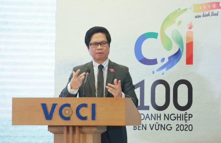 Theo TS. Vũ Tiến Lộc, năm 2020, đại dịch Covid-19 đã hé lộ những lỗ hổng trong hoạt động quản trị và vận hành kinh tế, qua đó cho thấy tầm quan trọng và tính cấp thiết của PTBV