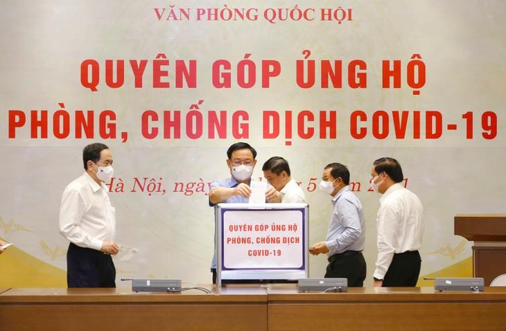 Văn phòng Quốc hội đã chuyển 350 triệu đồng đến Ủy ban Trung ương Mặt trận Tổ quốc Việt Nam để ủng hộ công tác phòng, chống dịch COVID-19