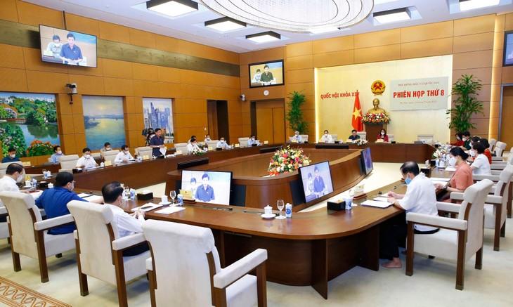 Sáng ngày 12/7/2021, Hội đồng Bầu cử quốc gia đã biểu quyết thông qua Nghị quyết xác nhận tư cách đại biểu Quốc hội Khóa XV đối với 499 người trúng cử - ảnh Thành Chung