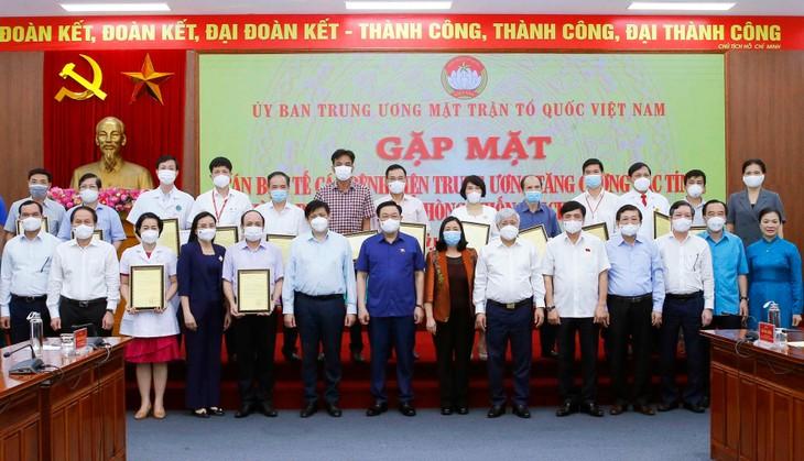 Chủ tịch Quốc hội Vương Đình Huệ gặp mặt các cán bộ y tế các bệnh viện Trung ương tăng cường cho TP.HCM và các tỉnh phía Nam chống dịch bệnh Covid-19 chiều ngày 4/8/2021 tại Hà Nội