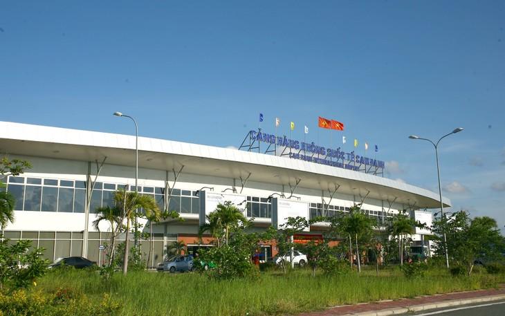 Dự án Cải tạo, nâng cấp sân đỗ máy bay hiện hữu (Quốc tế + Quốc nội) - Cảng hàng không quốc tế Cam Ranh có tổng mức đầu tư 712,119 tỷ đồng. Ảnh: Lê Tiên