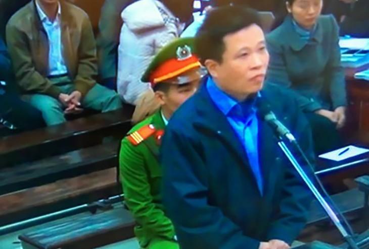 Bị cáo Hà Văn Thắm tại tòa. Ảnh chụp màn hình