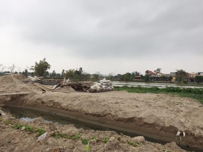Khu đất Ao Trạ bị gán nợ đang được các nhà thầu san lấp để xây nhà - Ảnh: Vnmedia