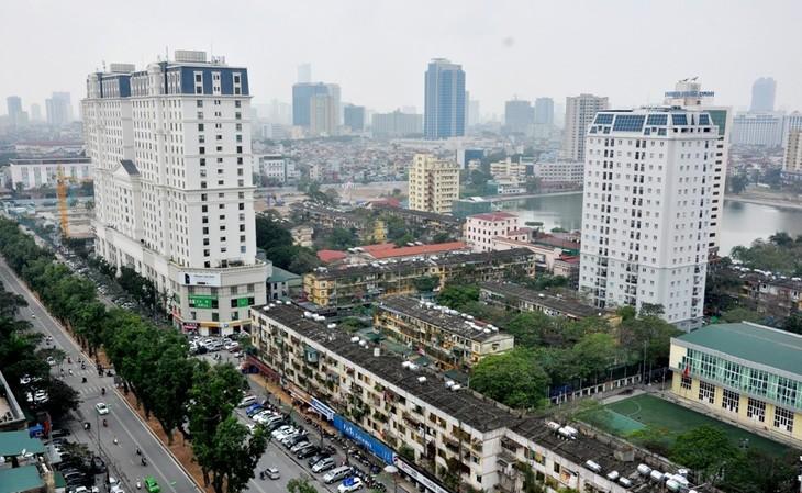 Trong số những tòa nhà tập thể cũ đã xuống cấp ở khu vực Giảng Võ (Ba Đình, Hà Nội), chung cư A6, C7 được xây lại đầu tiên với phương thức xã hội hóa nhà ở. Sau đó, tại khu này, chung cư D2 Giảng Võ cũng được xây dựng lại với thiết kế 21 tầng nổi, 2 tầng