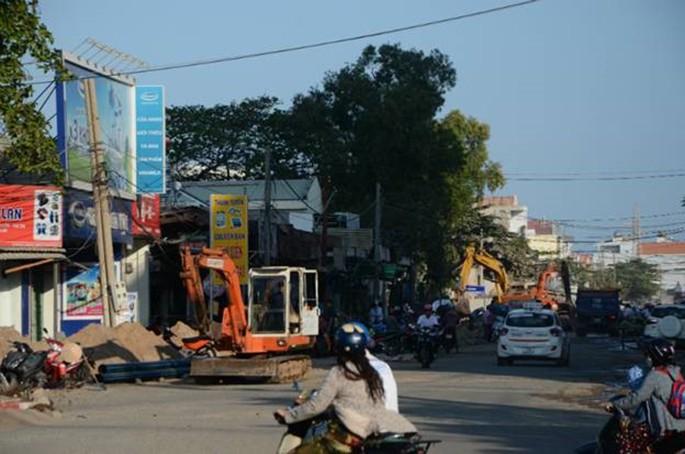 Dự án nâng cấp, cải tạo đường Nguyễn Hữu Cảnh, phường 9, TP Vũng Tàu đã hoàn thành 50%, tuy nhiên, hiện còn vướng 29 hộ dân đang khiếu nại về giá đền bù. (Ảnh: Mạnh Cường)