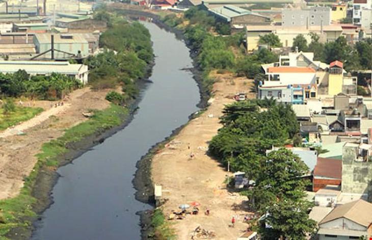Theo thiết kế, hai tuyến kè dọc kênh Tham Lương - Bến Cát - rạch Nước Lên có tổng chiều dài hơn 66 km.