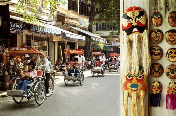 Phố cổ Hà Nội được định hướng phát triển du lịch, dịch vụ. Ảnh: Internet