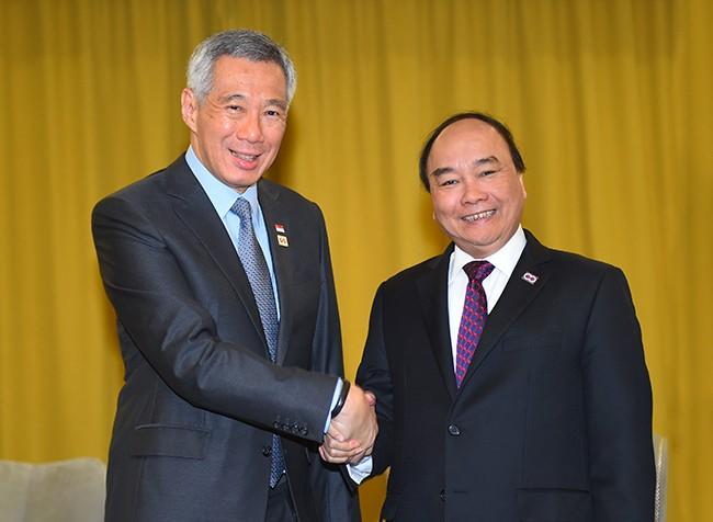 Thủ tướng Nguyễn Xuân Phúc và Thủ tướng Singapore Lý Hiển Long. Ảnh VGP