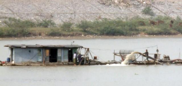 Bộ GTVT khẳng định hoạt động nạo vét luồng sông Cầu đã tạm dừng thi công từ 30/11/2016 đến nay, nếu có tàu hoạt động tận thu cát thì có thể là cát tặc