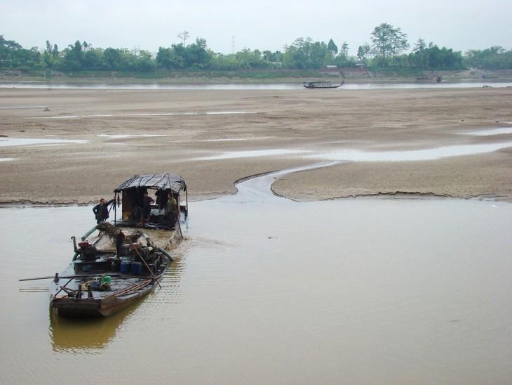 Báo động mực nước sông Hồng do khai thác cát