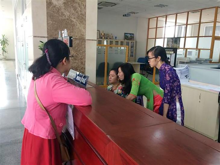 Giao dịch tại Cục Thuế TP.HCM. Ảnh: Nguyễn Huế