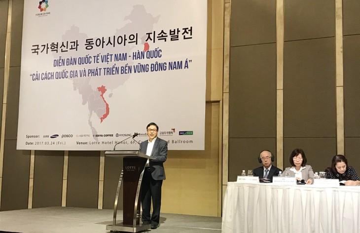 Ông Đặng Huy Đông, Thứ trưởng Bộ KH&ĐT nhận định, thế giới đang đứng trước rất nhiều biến động lớn và ngày càng khó lường với những xu thế lớn trái ngược nhau đang đặt các QG đứng trước vận hội và thách thức rất lớn. Ảnh: Trần Tuyết