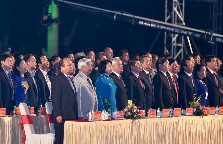 Thủ tướng Nguyễn Xuân Phúc cùng các đại biểu dự buổi lễ. - Ảnh: VGP