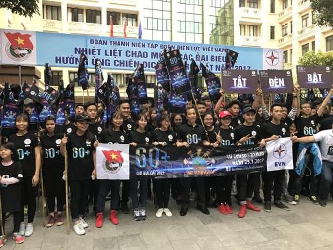 Chương trình hưởng ứng Chiến dịch Giờ Trái đất năm 2017 do Đoàn Thanh niên Tập đoàn Điện lực Việt Nam tổ chức. Ảnh: Mai Phương