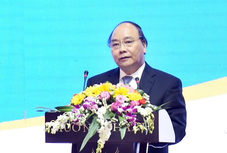 Thủ tướng kêu gọi những nhà đầu tư tiềm năng có mặt ở Hội nghị hoặc chưa có dịp ở đây hãy cùng hiệp lực đưa Quảng Nam và đưa cả Việt Nam bay cao, bay xa hơn nữa. Ảnh: VGP
