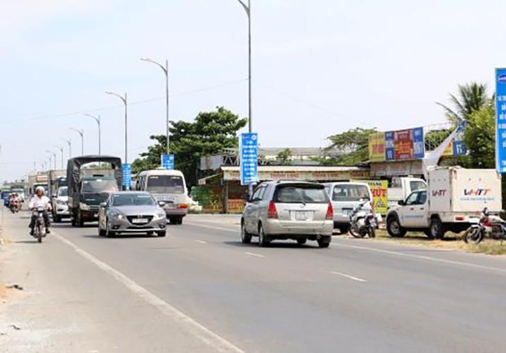 Dự án đầu tư, nâng cấp, mở rộng và xây dựng 4 đoạn tuyến Quốc lộ 60 sẽ giúp giảm ùn tắc giao thông vào các dịp lễ, tết. Ảnh: TTXVN