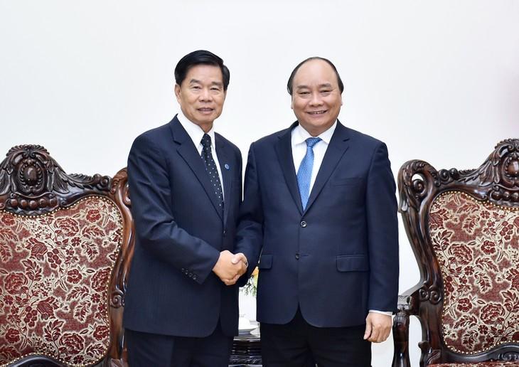 Thủ tướng Nguyễn Xuân Phúc và Đô trưởng Thủ đô Vientiane Sinlavong Khoutphaythoune. Ảnh: VGP