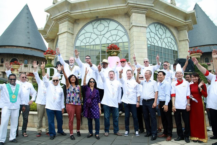 """12 đầu bếp quốc tế """"trổ tài"""" ở Bà Nà Hills"""