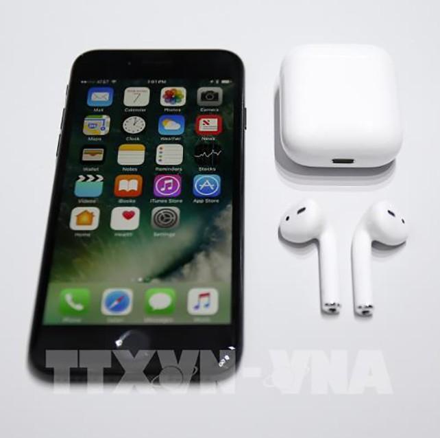 Điện thoại iPhone 7 của hãng Apple tại San Francisco, California, Mỹ. Ảnh: EPA/TTXVN