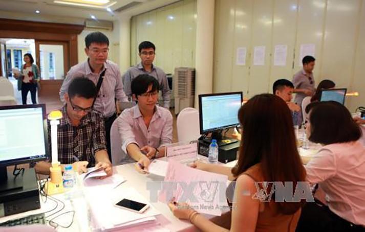 Người nộp thuế nộp hồ sơ tại bàn hoàn thuế thu nhập cá nhân của đại lý thuế - Công ty TNHH dịch vụ thuê ngoài Việt Nam. Ảnh minh họa: TTXVN