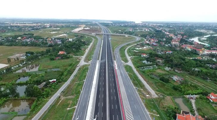 TP.HCM đầu tư các dự án hạ tầng giao thông cấp bách để giảm ùn tắc giao thông, mang lại sự phát triển kinh tế - xã hội.