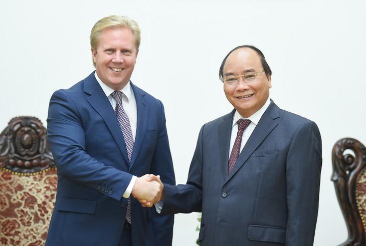 Thủ tướng Chính phủ Nguyễn Xuân Phúc và Bộ trưởng Thương mại New Zealand Murray McCully. Ảnh: VGP