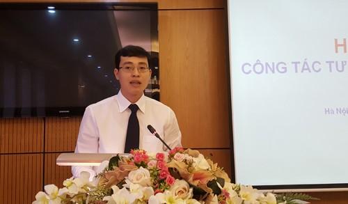 Ông Đỗ Đức Hiển- Chánh văn phòng kiêm người phát ngôn Bộ Tư pháp trả lời tại một cuộc họp báo thường kỳ của cơ quan này.