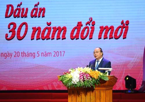Thủ tướng mong rằng các tập thể, cá nhân được vinh danh tiếp tục năng động, sáng tạo để cống hiến nhiều hơn cho đất nước. Ảnh: VGP
