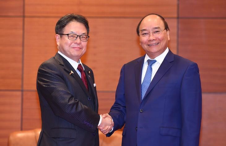 Thủ tướng Nguyễn Xuân Phúc tiếp Bộ trưởng Bộ Kinh tế, Thương mại và Công nghiệp Nhật Bản Hiroshige Seko. Ảnh: VGP