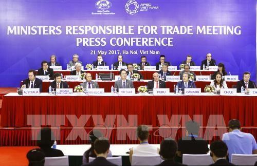 Họp báo thông báo kết quả Hội nghị Bộ trưởng phụ trách Thương mại APEC lần thứ 23 (MRT 23). Ảnh: TTXVN