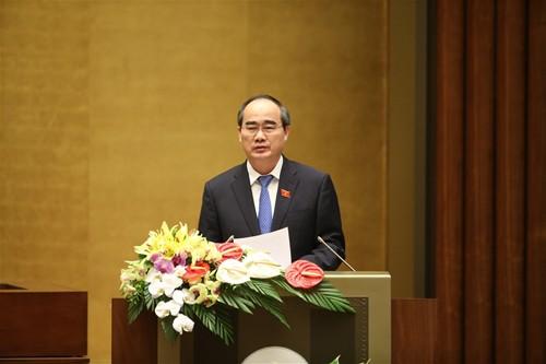 Chủ tịch UBTƯ MTTQ Việt Nam Nguyễn Thiện Nhân trình bày Báo cáo tổng hợp ý kiến, kiến nghị của cử tri và nhân dân tại phiên khai mạc kỳ họp thứ 3 Quốc hội khóa XIV. Ảnh: Đại đoàn kết