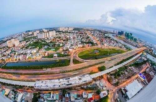 Một góc Quận 2 với tuyến đường xa lộ Hà Nội và tuyến Metro số 1. Ảnh: TTXVN