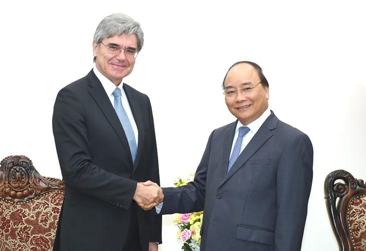 Thủ tướng Nguyễn Xuân Phúc tiếp Tổng Giám đốc Tập đoàn Siemens (Đức). Ảnh: VGP