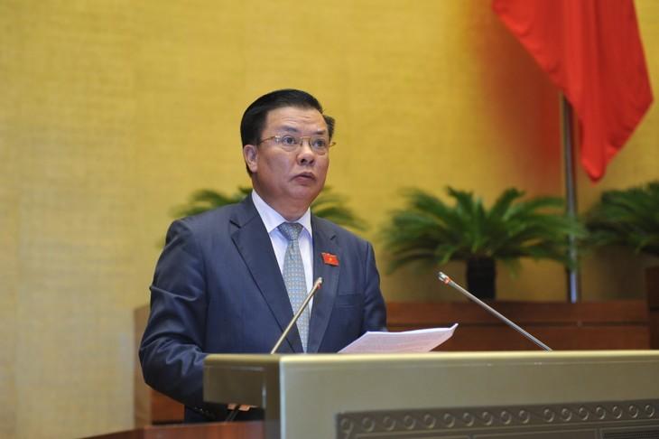 Bộ trưởng Bộ Tài chính Đinh Tiến Dũng, trình bày Tờ trình Dự án Luật quản lý nợ công (sửa đổi).