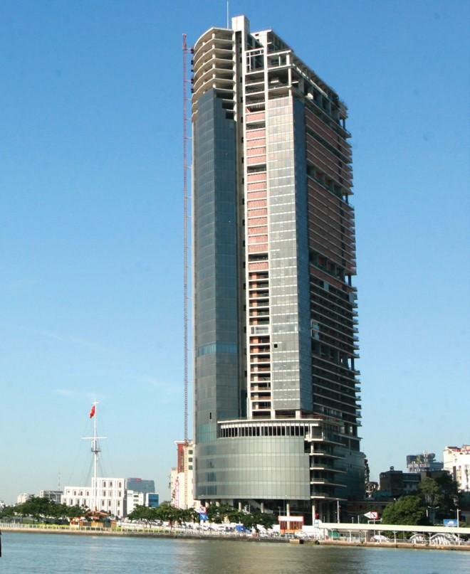 Dự án Saigon One Tower khởi công từ năm 2009 rồi bỏ đó đến nay.