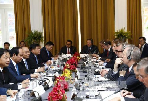 Sáng 30/5 (theo giờ địa phương), tại thành phố New York, Hoa Kỳ, Thủ tướng Nguyễn Xuân Phúc dự Tọa đàm bàn tròn về hợp tác đầu tư Hoa Kỳ- Việt Nam.